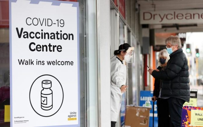 AUCKLAND, NEW ZEALAND - SEPTEMBER 16: People walk up to a vaccination centre on Dominion Rd, Balmoral on September 16, 2021 in Auckland, New Zealand.